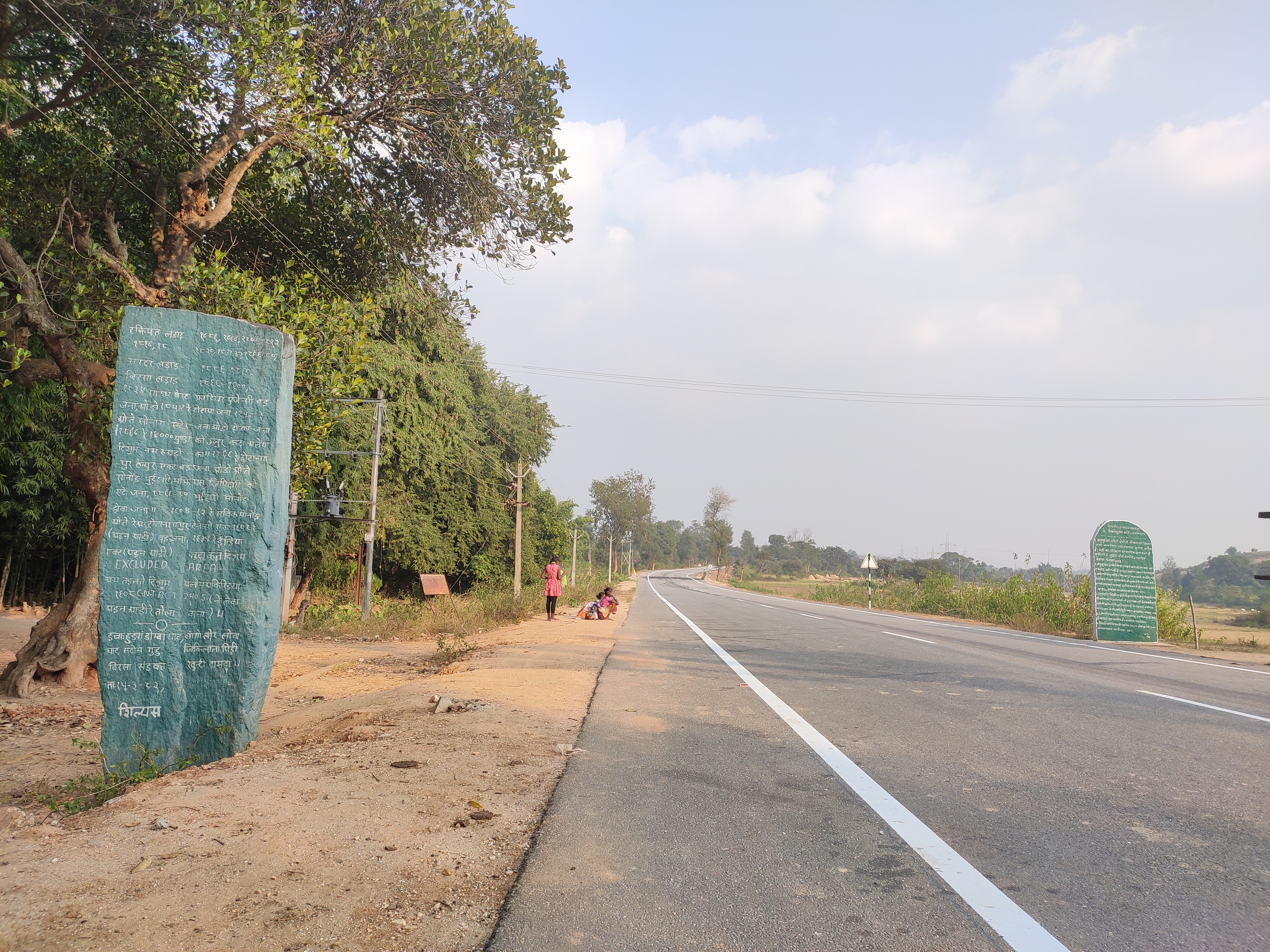 Old and new Pathalgadi stone slabs on the highway which cuts in between Udburu and Jikeelata village